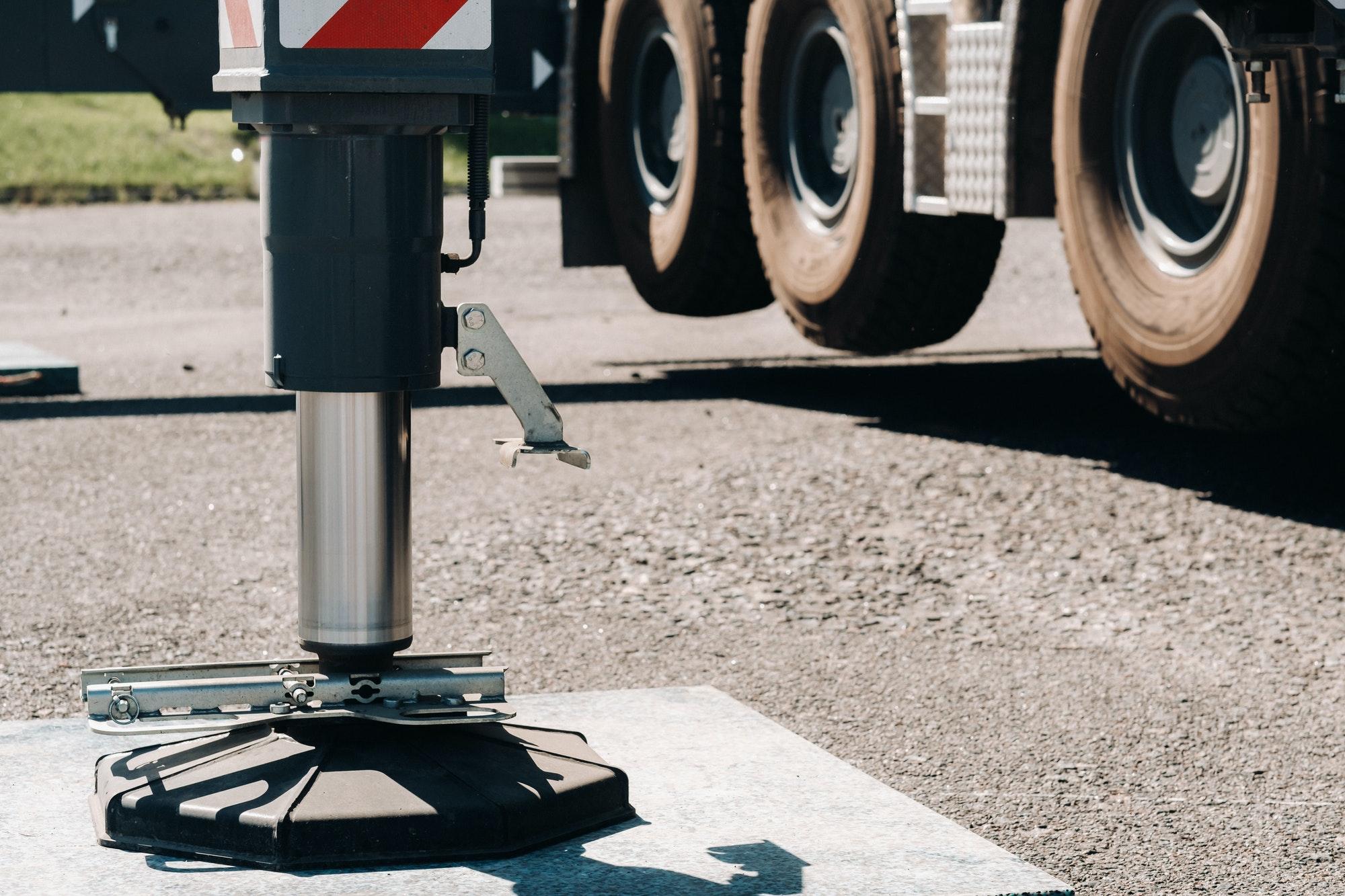 Hydraulikzylinder zur Stabilisierung eines Mobilkrans