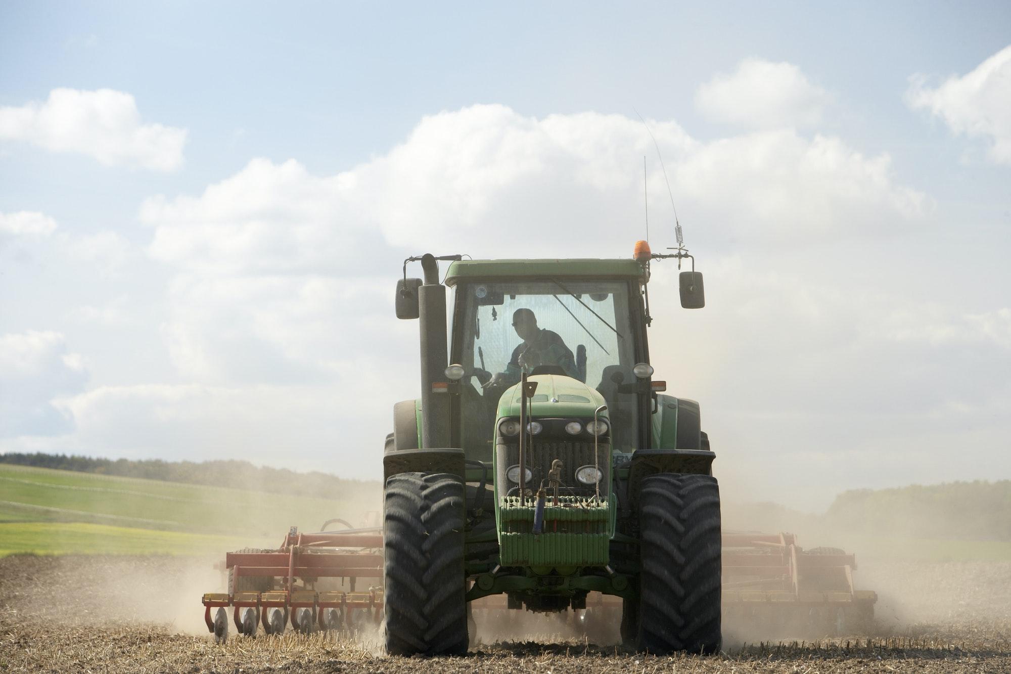 Trattore agricolo verde